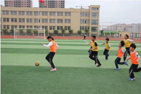 """临沭县北城实验学校:第一届""""校长杯""""足球联赛火热开赛"""