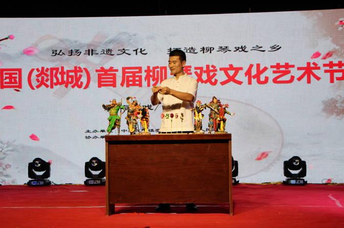 中国(郯城)首届柳琴戏文化艺术节在花园镇举行
