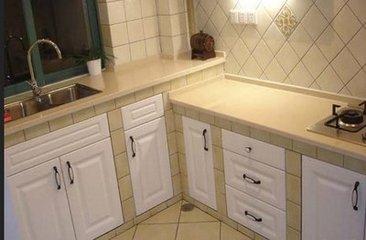 橱柜顶柜,柜体刨花板,水槽提篮,欧式烟机,灶台面板,青岛厨房装修,青岛小户型厨房