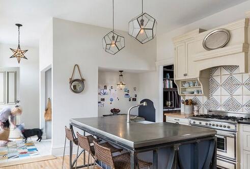 餐厨设计,岛型橱柜,餐厅吧台,博丽橱柜,loft设计,厨房台柜,几何吊灯,青岛厨房装修