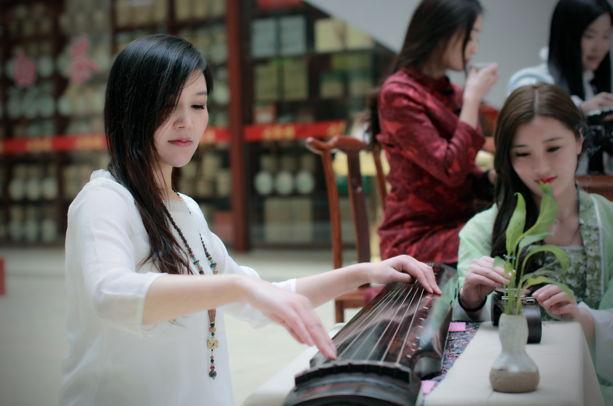 """临沂罗庄举行""""年味·茶仙子""""摄影活动 展现传统茶道文化习俗"""