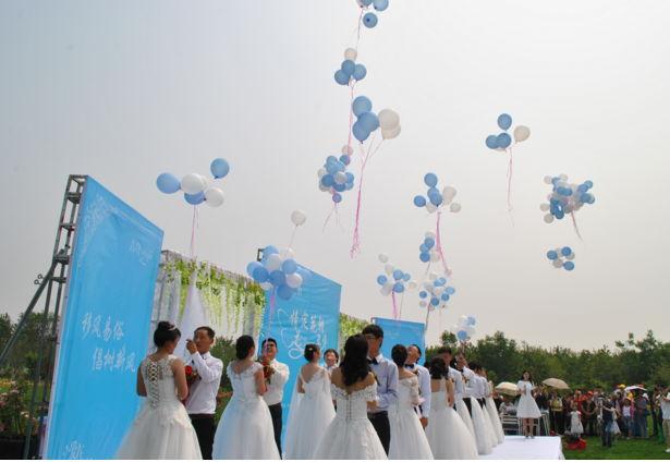 沂水县为16对新人举办集体婚礼
