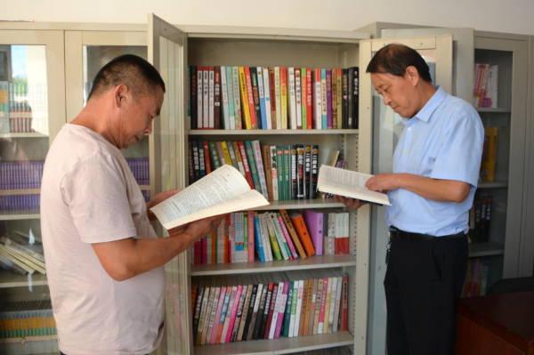 """郯城:归昌乡农家书屋成为农民的""""充电站"""""""