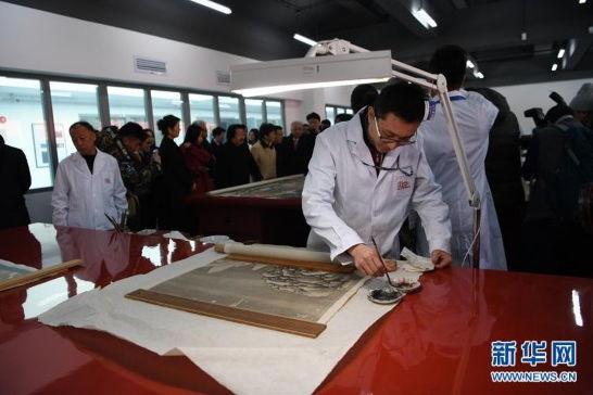 故宫文物医院揭幕 观众可近距离参观文物修复
